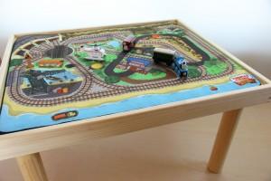 トーマスのプレイマット付きプレイテーブル