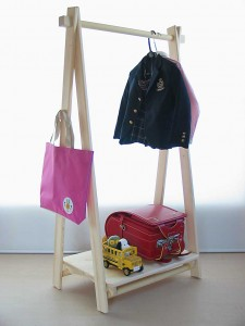 子供用の木製ハンガーラック 使用例