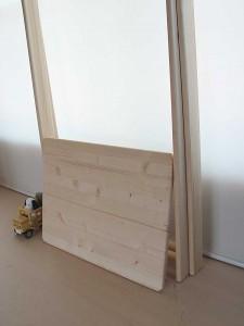 脚部の折り畳み収納が可能な木製ハンガーラック
