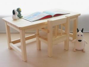 書き物に最適なテーブルやチェアなど