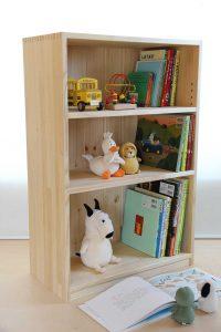 600mm幅の木製絵本棚 使用例