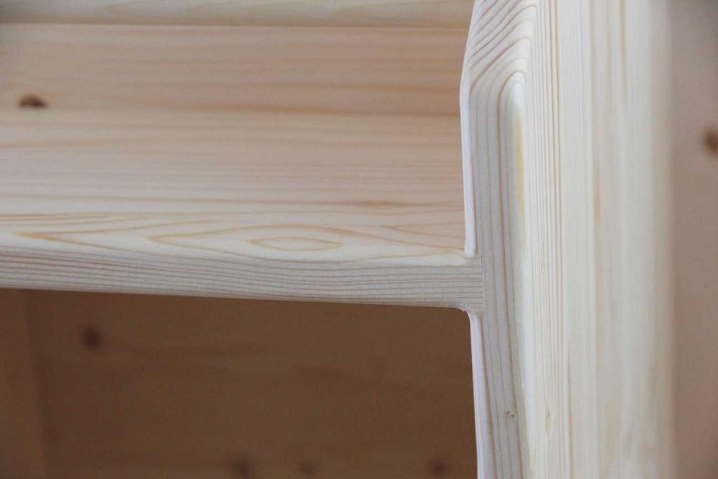 ほぞ組みや丸面取りなど強度や安全性に特に配慮した家具作りを行っています