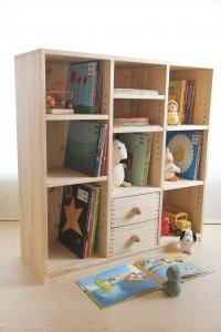 シンプルな書棚としての絵本棚