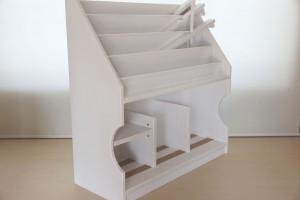 750mm幅のディスプレイ絵本棚 オパークホワイトへの塗装変更例