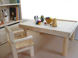 プレイテーブル1 チェアや絵本棚との組み合わせ使用例の拡大写真