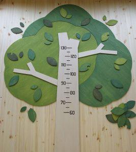 木製身長計の拡大写真
