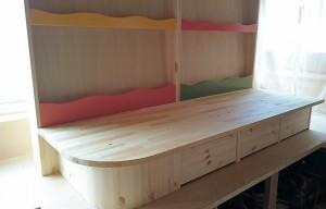絵本ラック付きベンチのベンチ部分拡大写真